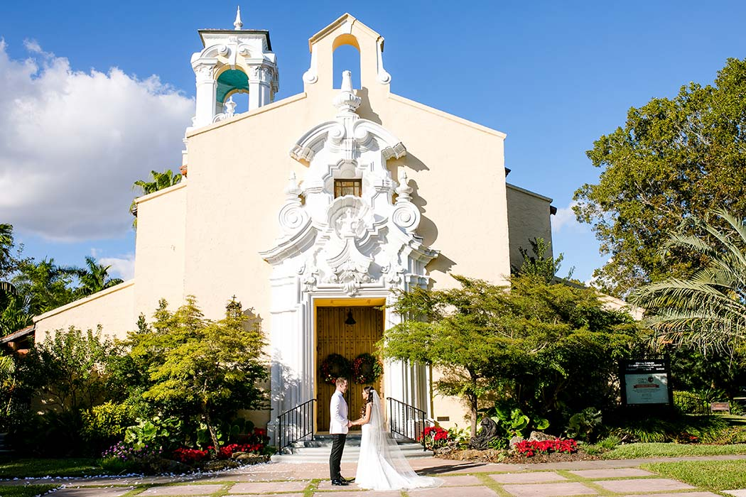 coral gables congregational church wedding | bride and groom wedding pose