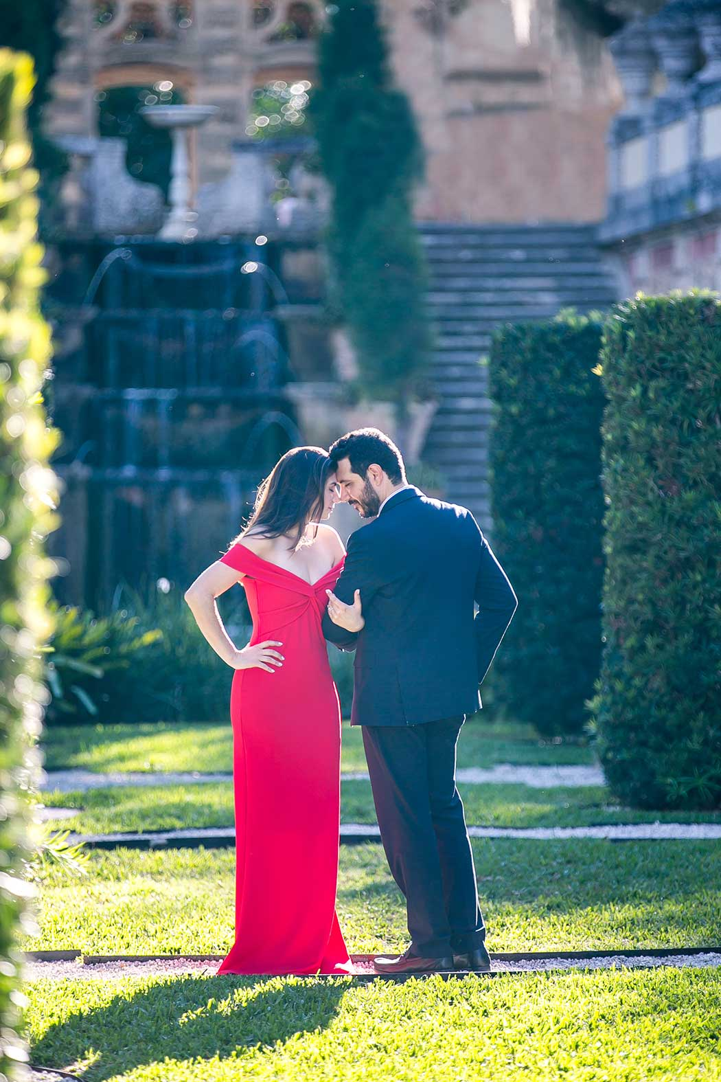 couples photoshoot in vizcaya gardens | unique engagement photography pose