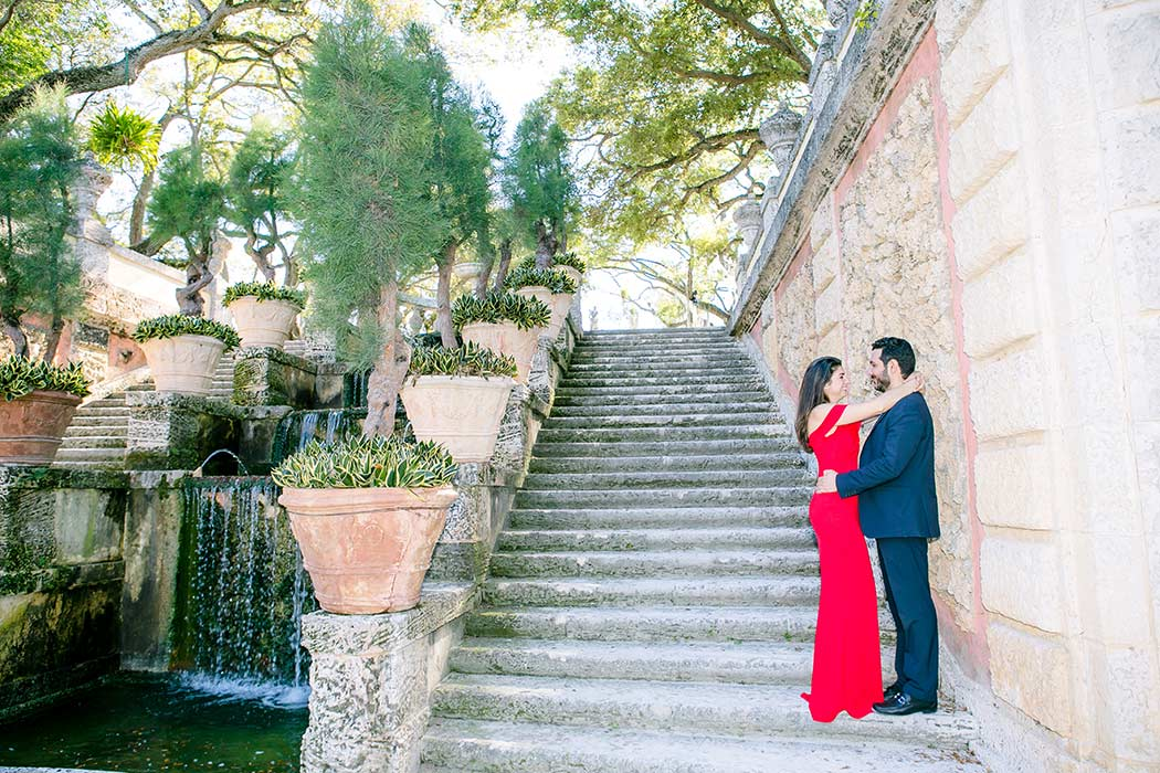 elegant engagement photoshoot at Vizcaya Museum and gardens miami | vizcaya engagement session