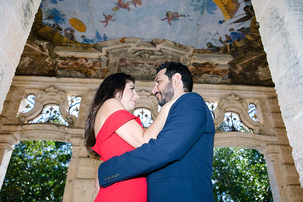 couple pose at vizcaya museum miami | engagement photography at vizcaya miami | vizcaya engagement