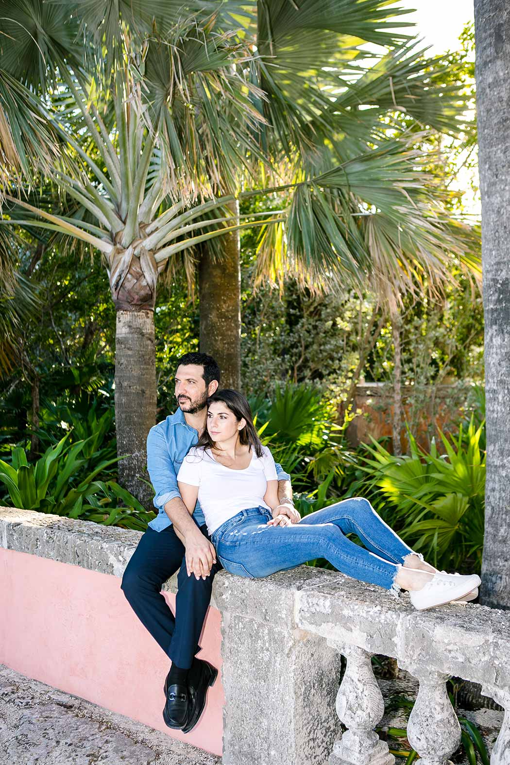 casual photoshoot at vizcaya museum miami | engagement photoshoot in jeans and tee shirt