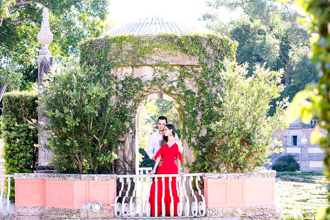 beautiful engagement session at vizcaya museum miami | elegant engagement photos vizcaya