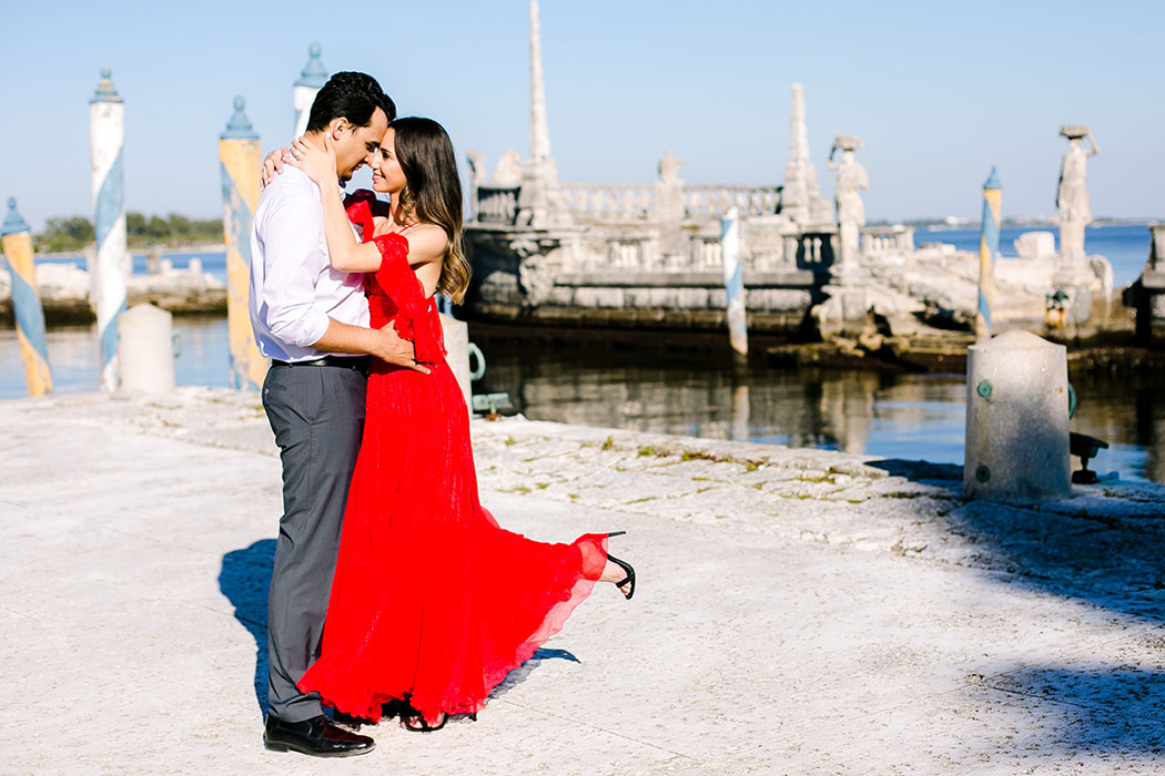 elegant engagement photoshoot at vizcaya | engagement photographer at vizcaya