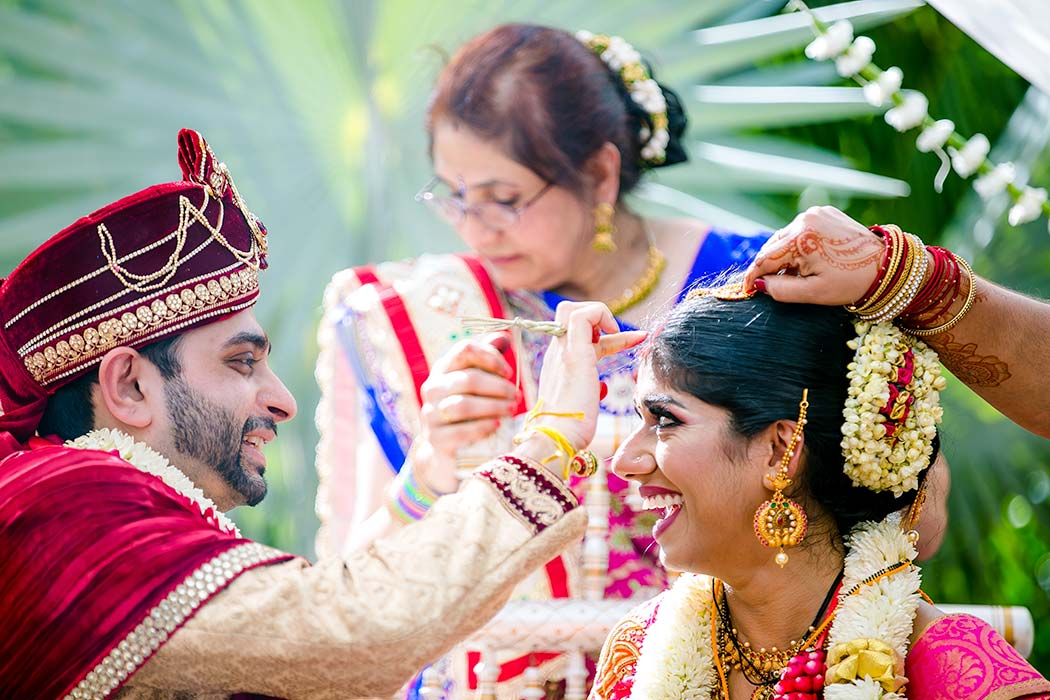 indian bride and groom tradition with henna | indian wedding photography fort lauderdale