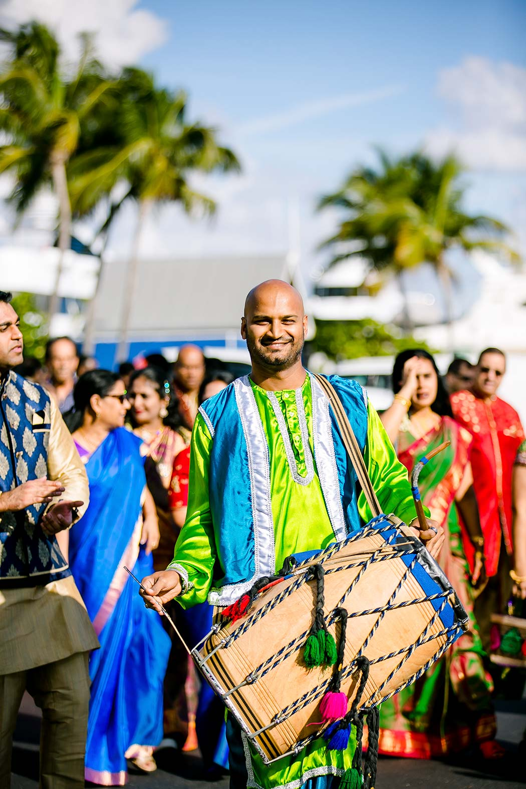 indian wedding procession with drummer | indian baraat photographs