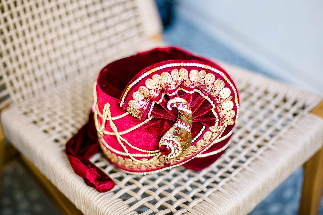 south indian groom's turban in red and gold | groom wedding detail photography