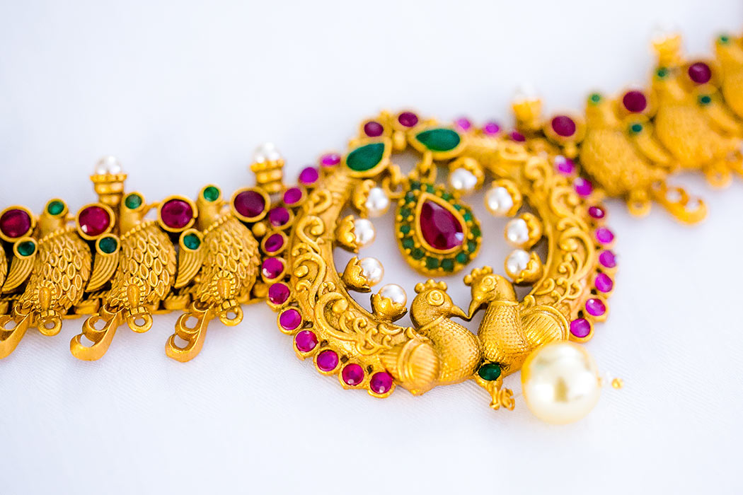 indian wedding jewelry detail photography | gold indian wedding necklace