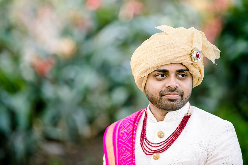 indin groom in gold turban | indian groom poses for photography in south florida | south florida indian wedding photographer