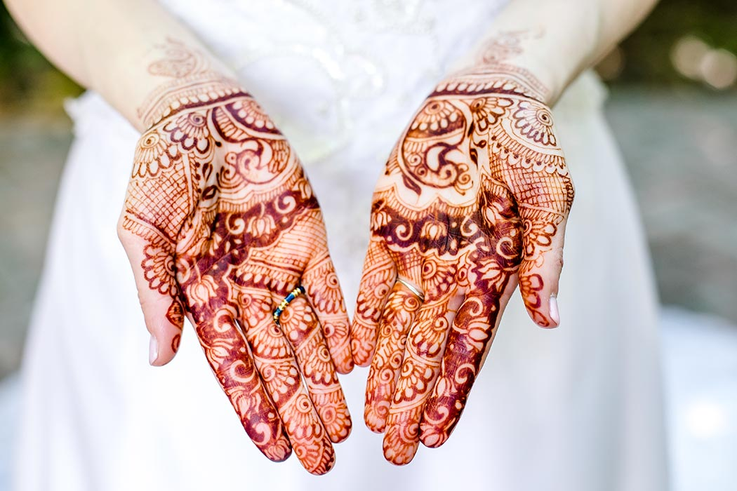 unique wedding henna hand art | henna on hand | wedding photography with henna | henna wedding photography