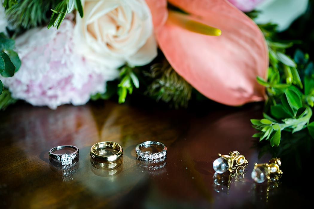 wedding detail photography | photographing macro wedding rings and jewelry | macro wedding photos | wedding ring photographs