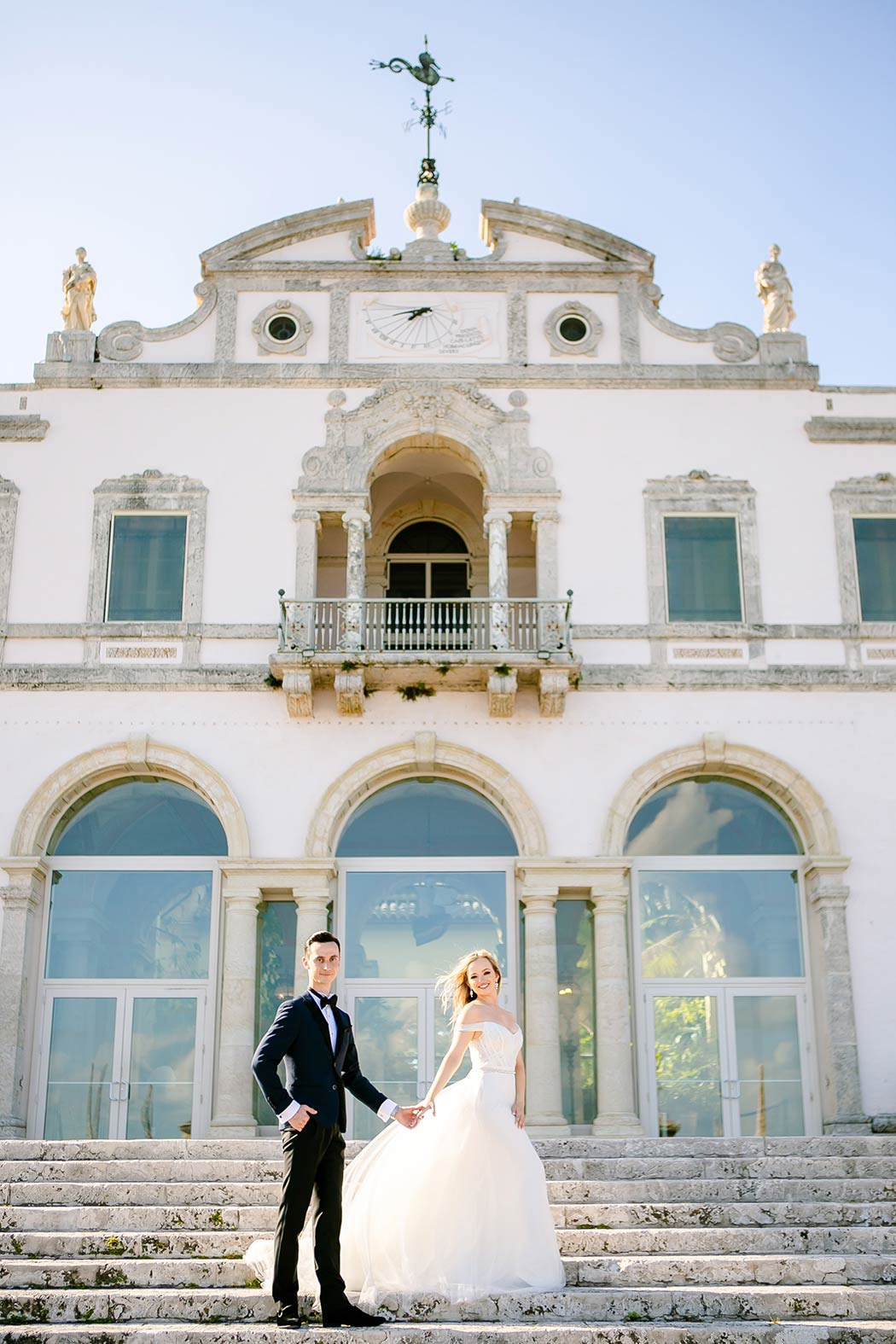 romantic bridal photos at vizcaya museum | gorgeous couples photography at vizcaya museum miami
