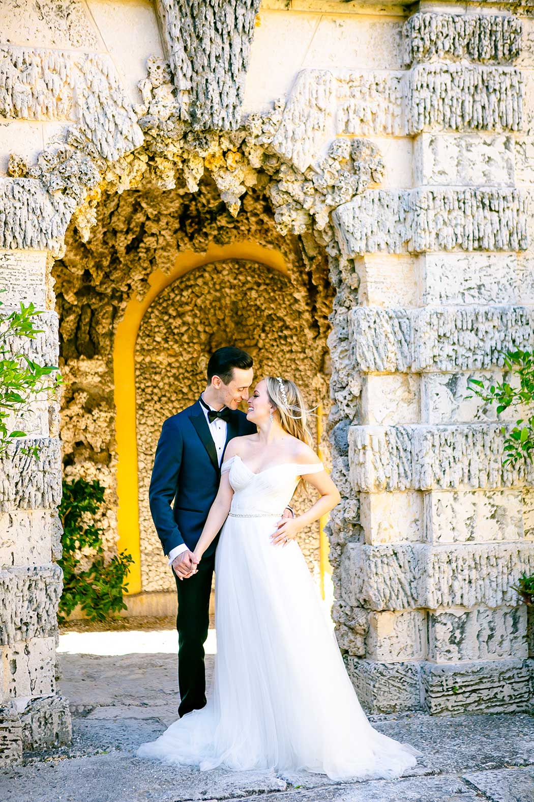 romantic couples photoshoot at vizcaya | gorgeous engagement photography vizcaya museum
