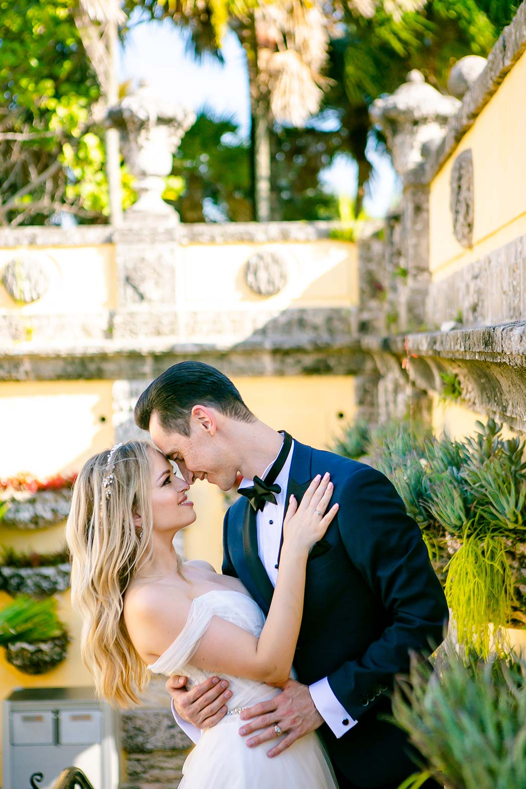 vizcaya museum couples photography session | vizcaya engagement photographer | engagement photography at vizcaya