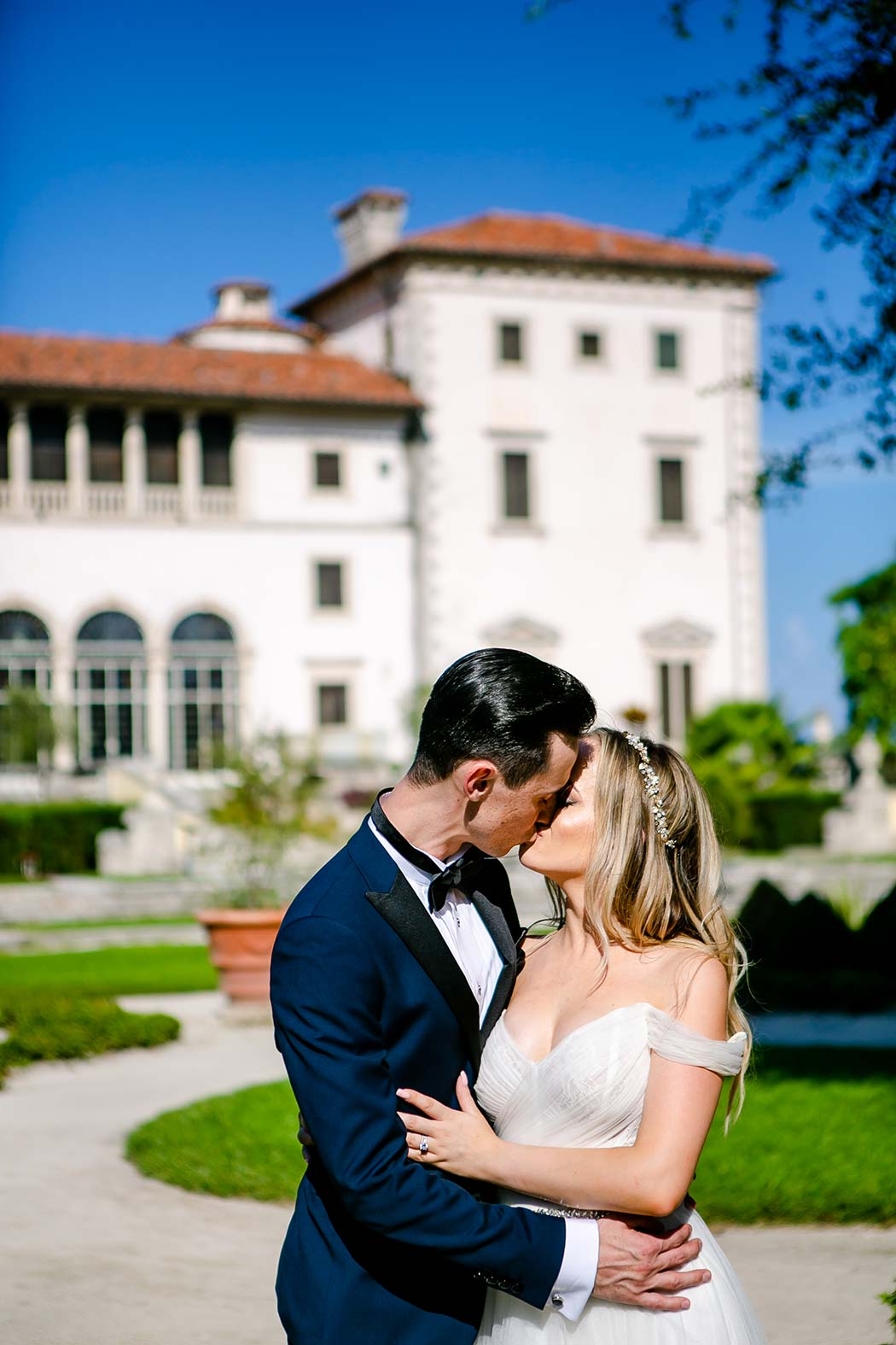 couple kiss during engagement photoshoot at vizcaya | bridal pictures vizcaya | bridal portrait photography vizcaya museum