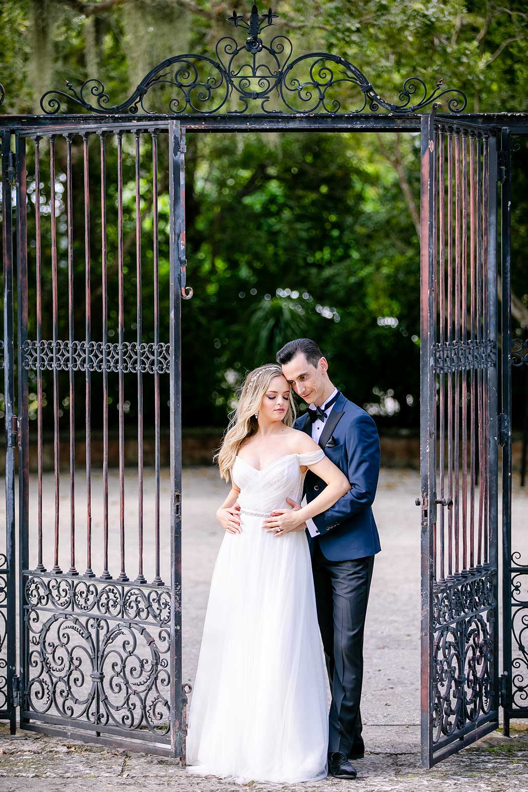 vizcaya museum and gardens engagement photography | engagement photos vizcaya | couples photos vizcaya | vizcaya couples photoshoot