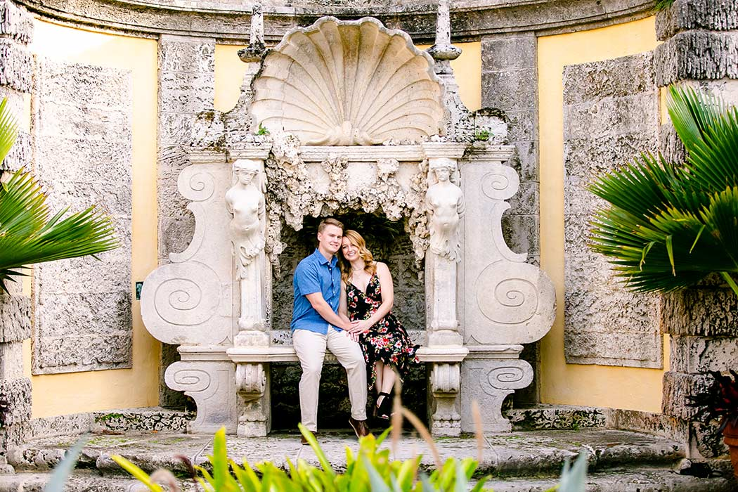gorgeous couple's photography session vizcaya museum miami | couple pose for photoshoot at vizcaya