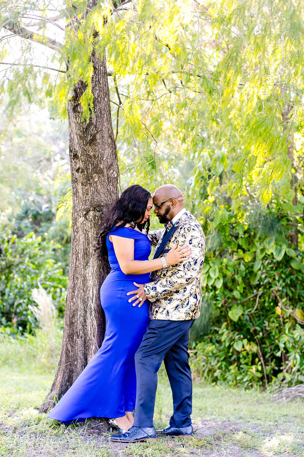 cute engagement photoshoot at tree tops park | romantic couples' photoshoot with formal dress