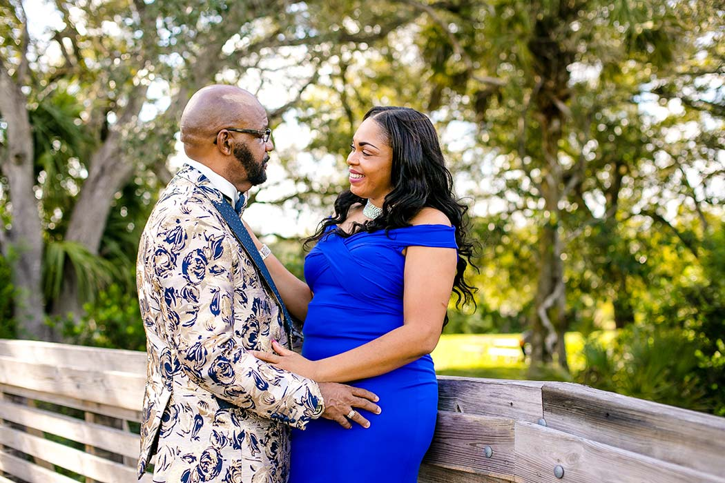 tree tops park couples' photography session | black couple pose on bridge at tree tops park | tree tops park photography | fort lauderdale engagement photographer