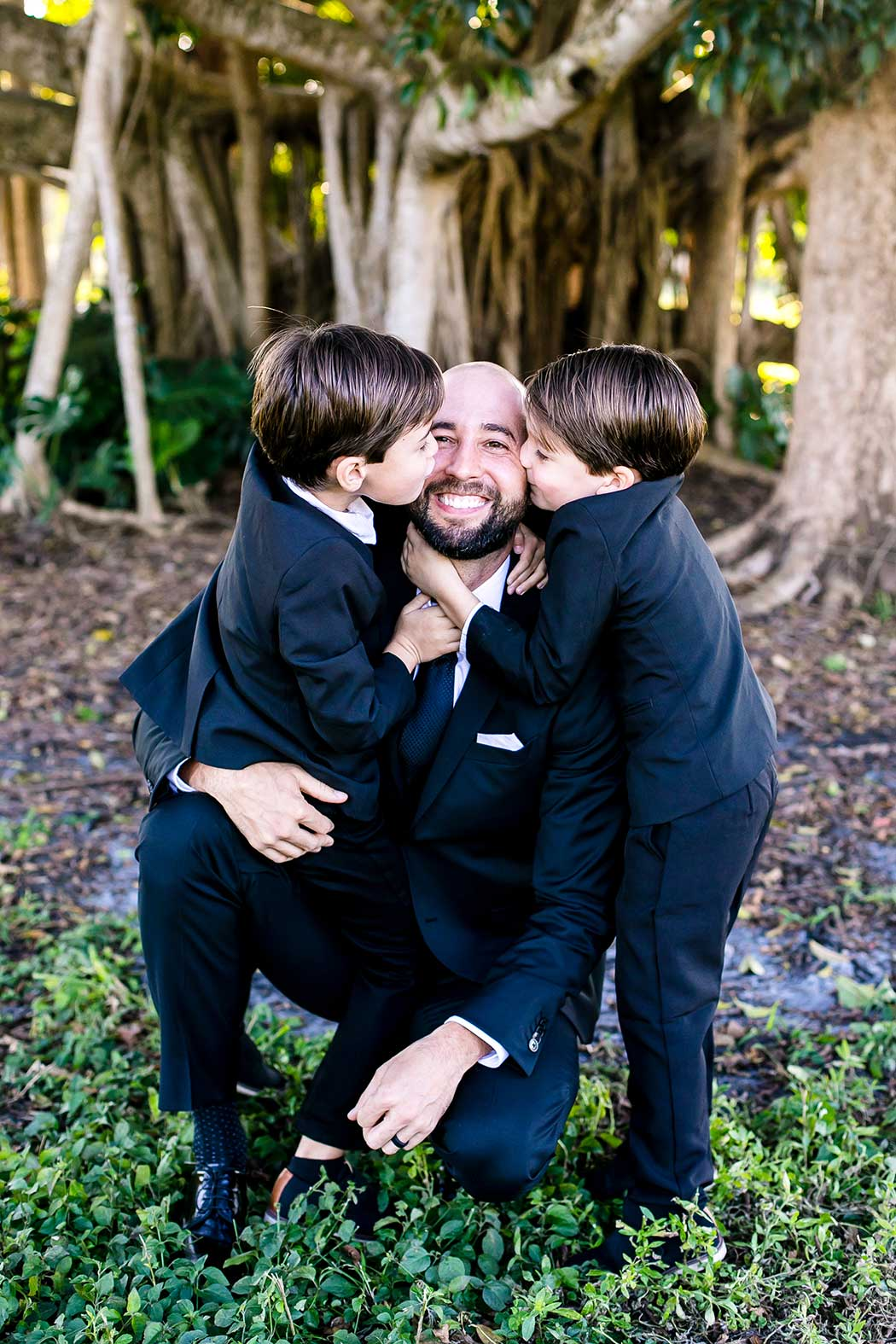 fun dad and twin boys pose for photograph | dad and twin boys photo | dad and son photo | family photography session robbins preserve