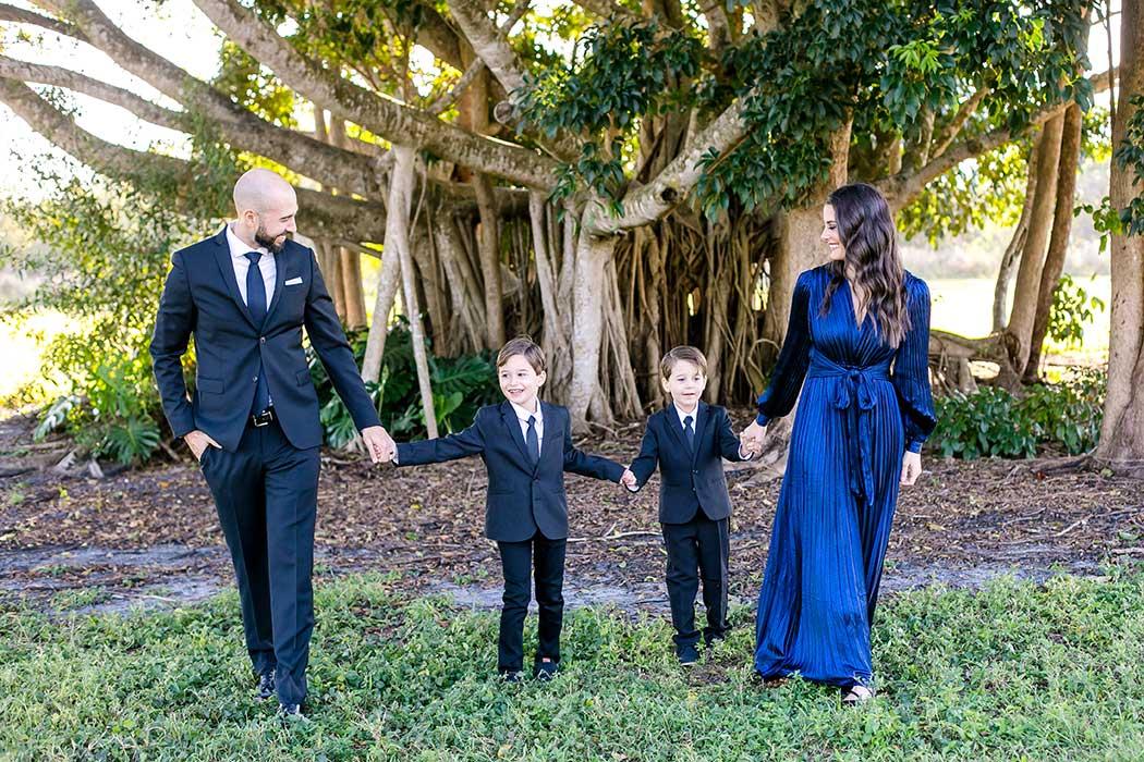 walking shot for elegant family photoshoot robbins preserve | walking pose for family photography | family walk during photographs
