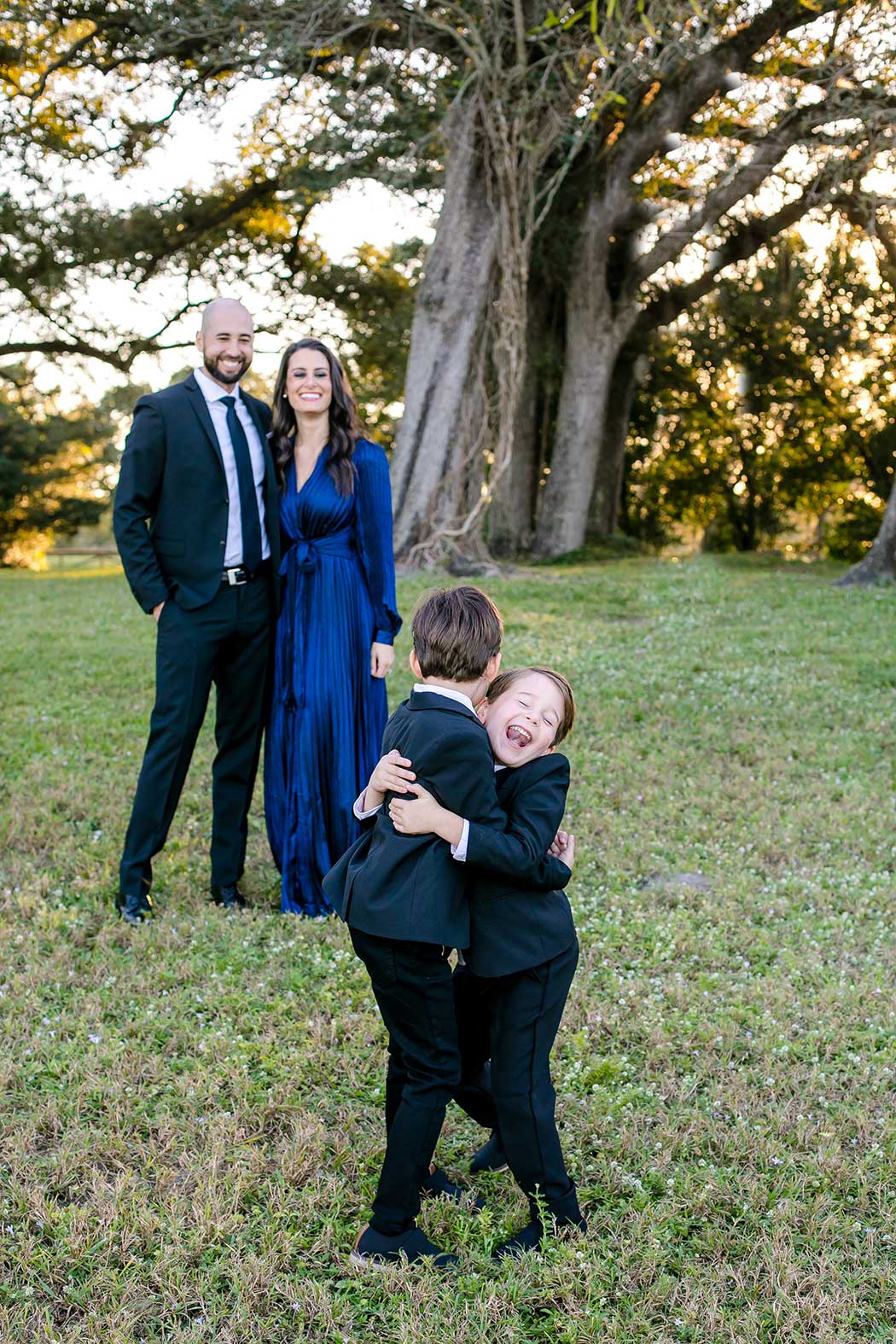 fun family pictures | fun pose for elegrant family photographs | robbins preserve family photography | family photographer south florida